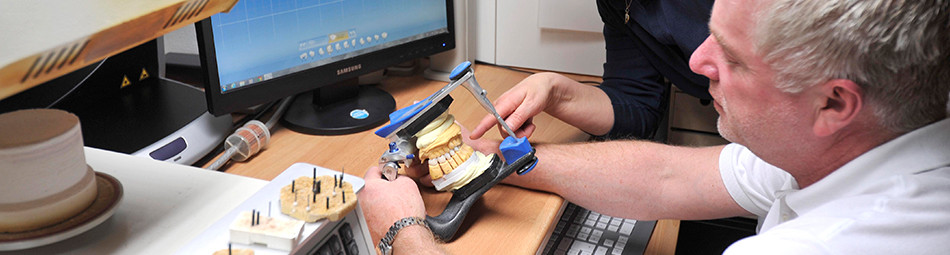 Dank der geschulten Fachärzte können einzelne Zähne komplett wieder hergestellt werden.