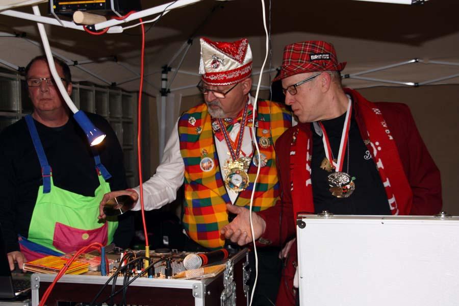 Als DJ im Kinderkarneval und an Weiberfastnacht war Dieter Schirra (Mitte) stets gefragt