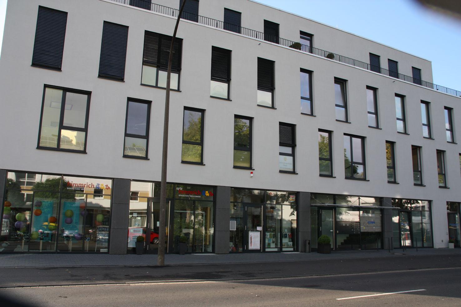Geschäfts- und Ärztehaus in Röttgen