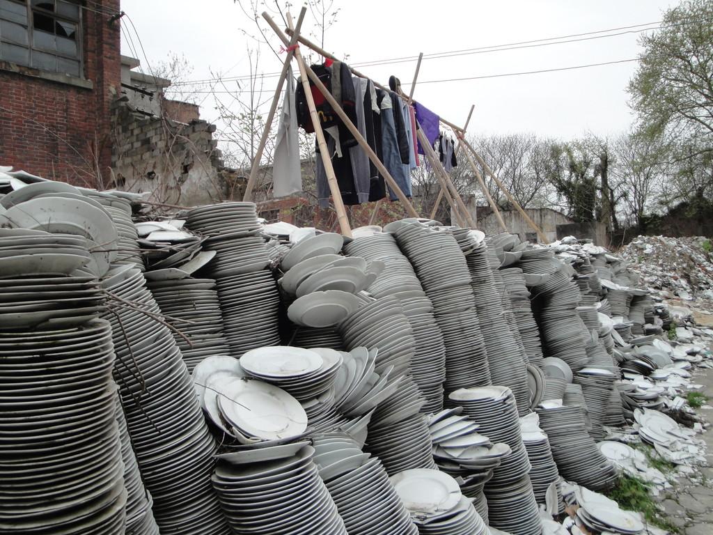 L'usine des assiettes cassées à Jingdezhen (Chine)