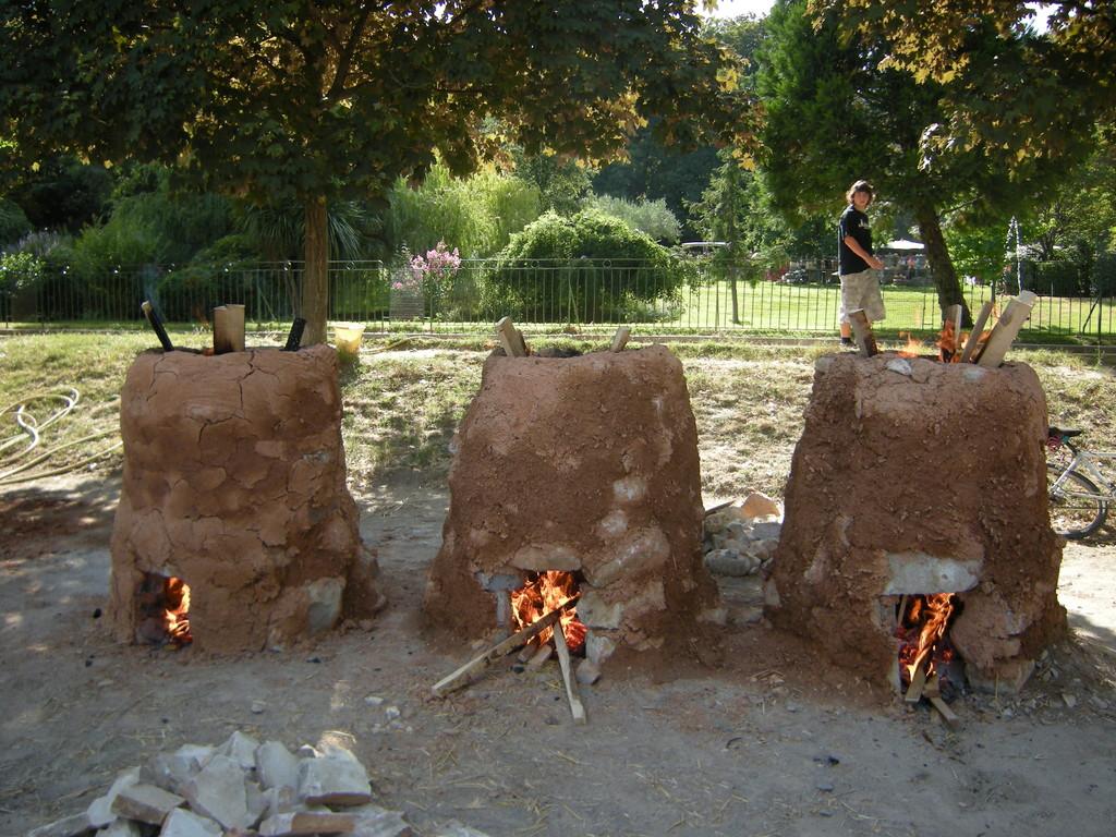 Fours de terre africains à Anduze (France)