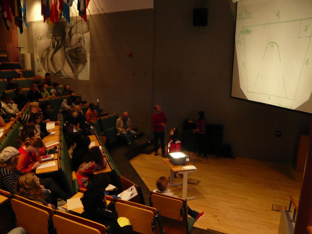 Diese sog. Plenary session aller Theory of Knowledge Kurse beschäftigte sich mit dem inhalt einer gehemnisvollen schwarzen Box...