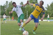 Martin König behauptet den Ball gegen seinen Gegenspieler (Foto: Derek Schuh)