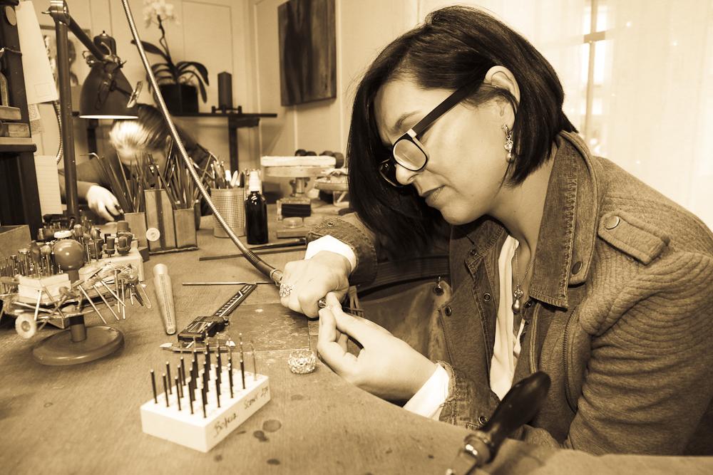 Alex an der Arbeit im Atelier der Goldschmiede OBSESSION