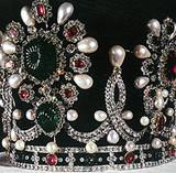 Krone mit Naturperlen