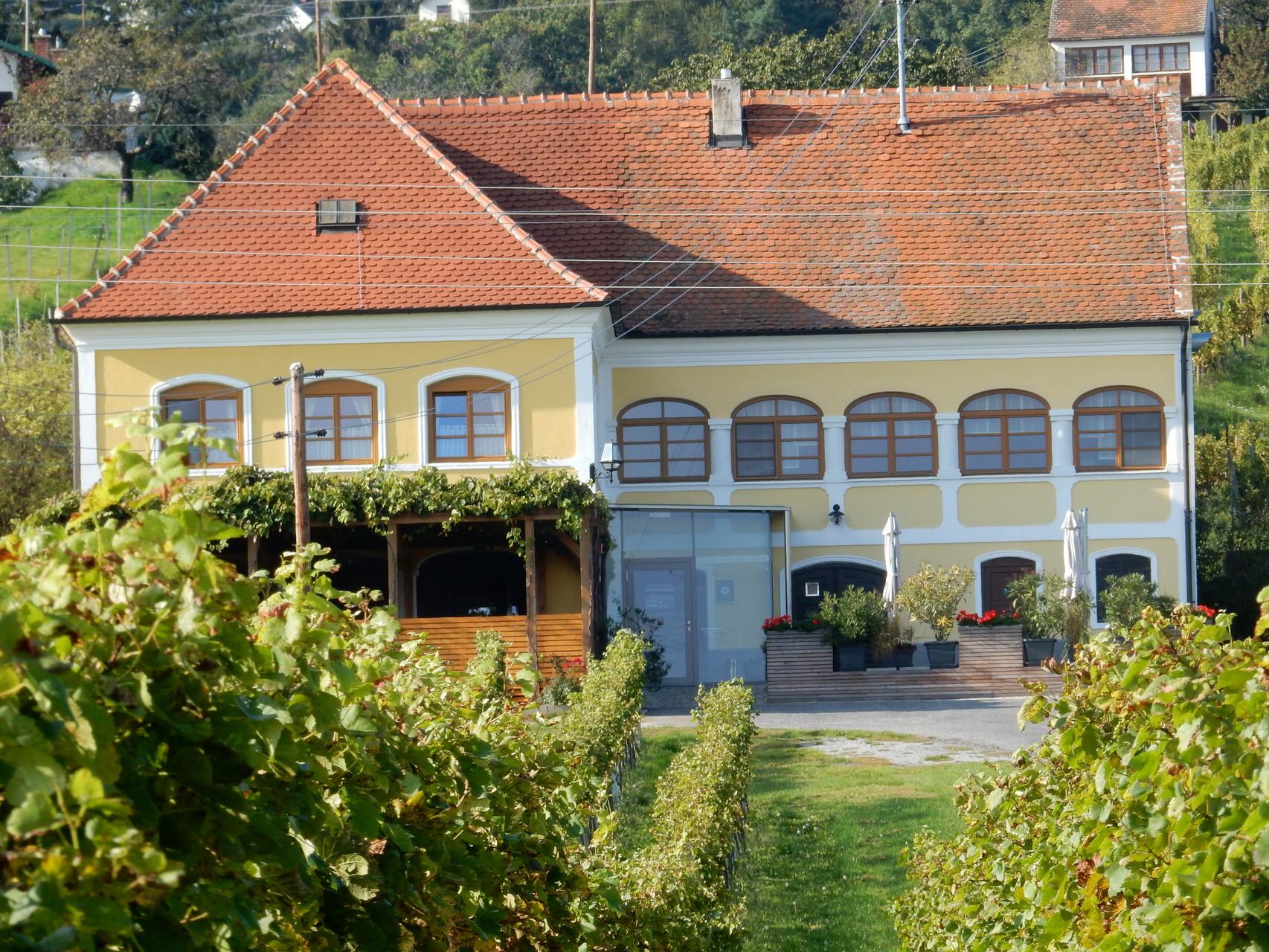Buschenschanklokal Arkadenhof Mandl