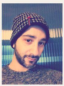 Der Schauspieler Deniz Moschitto mit seiner Stardevil Mütze