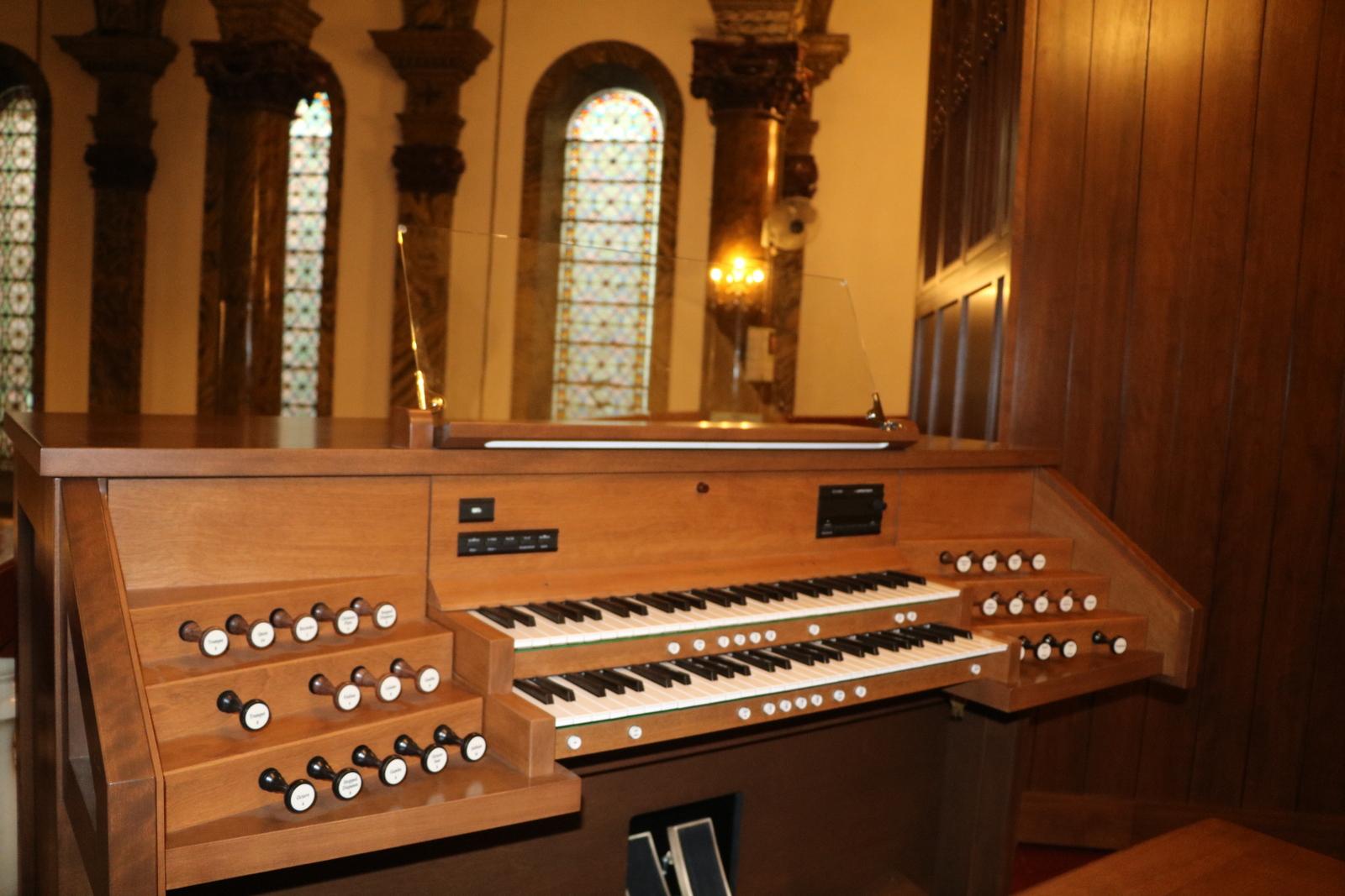 Console de l'orgue Inspiration installé à l'église Saint-Michael à Beijing