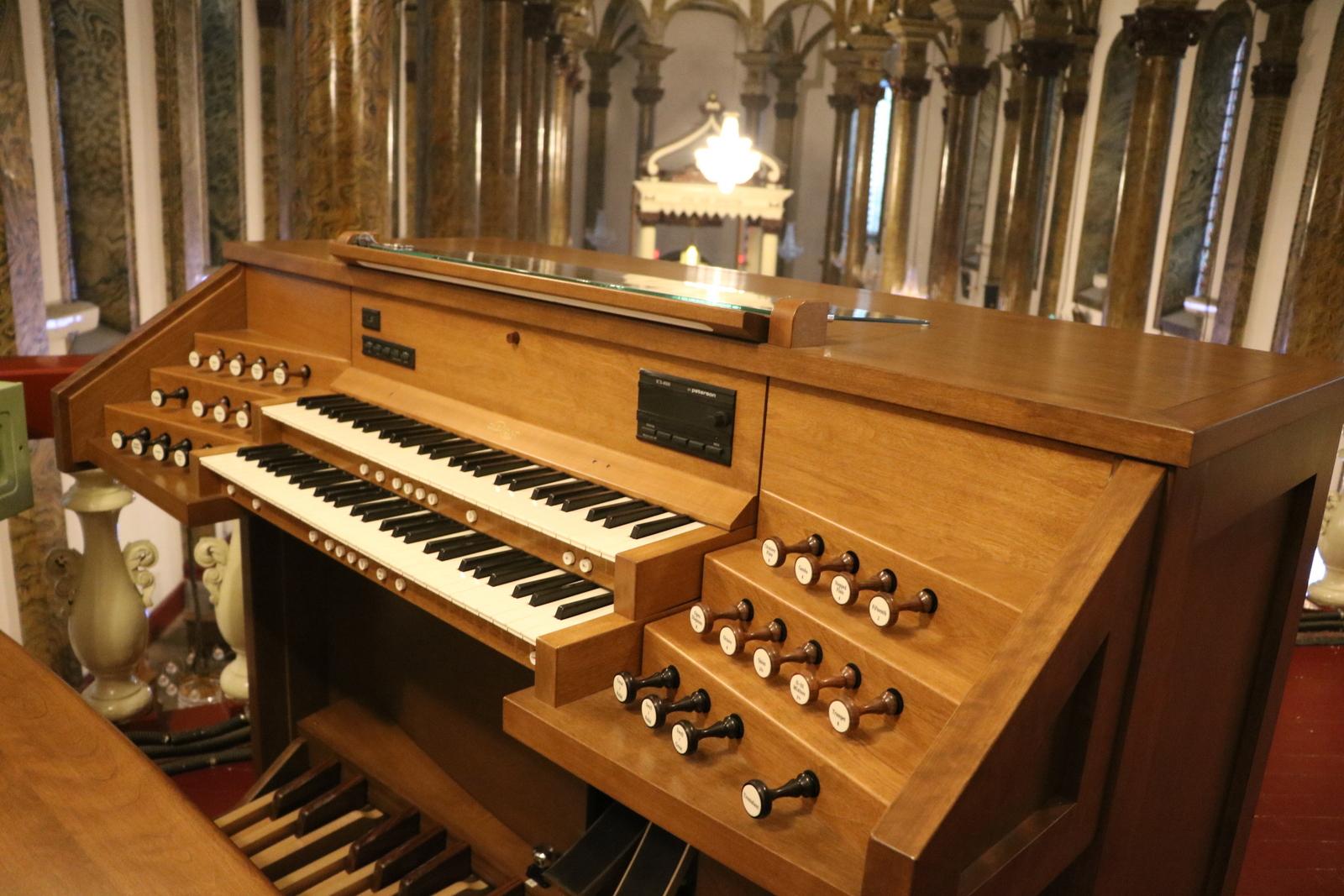 Console de l'orgue Inspiration installé à l'église de l'Est (Wangfujing) à Beijing