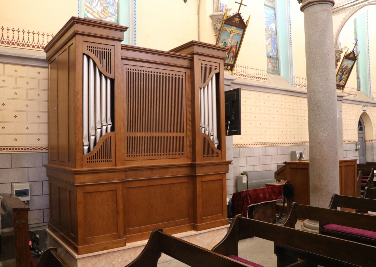 Orgue Inspiration de sept rangs installé à l'église de l'Ouest (Notre-Dame-du-Mont-Carmel) à Beijing