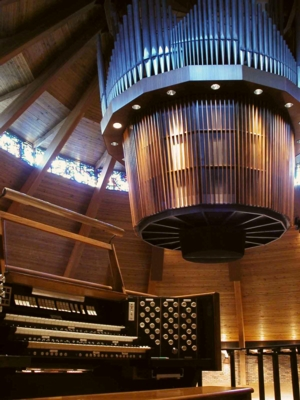 66-stop organ suspended from the ceiling, Lewis and Clark College in Portland, Oregon