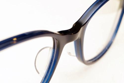 黒っぽいけど実はブルーがちょこっと入っている。真っ黒のより印象は柔らかくなる