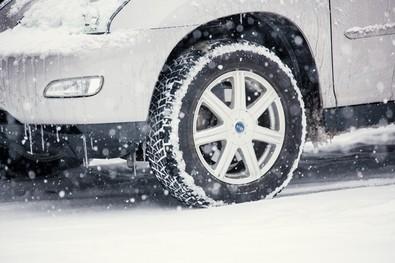 大雪の翌日、車の助手席に置いておいたメガネを奥様に踏まれてしまい……
