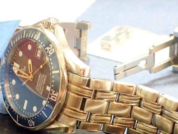 ベルトが壊れて腕に着けられなくなったオメガ腕時計。群馬県でオーバーホールだけでなくベルト修理もできます。