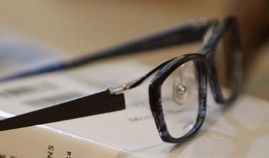 鯖江の国産メガネや海外製のおしゃれメガネにこだわっています。