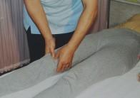 皿骨周辺の押圧治療