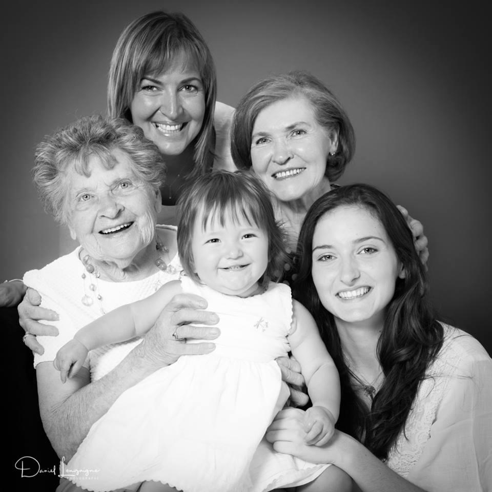 shooting famille 5 générations - studio photo Danimages dans l'oise