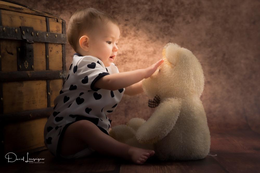 séance photo bébé dans l'oise avec son nounours