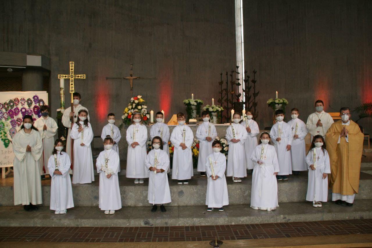 Gruppenfoto der Erstkommunionkinder aus der 3. Klasse