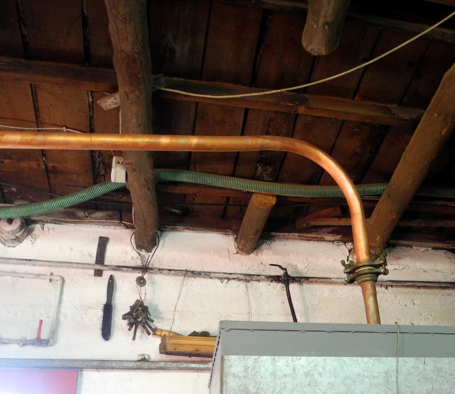 Das Rohrsystem zur Destillation