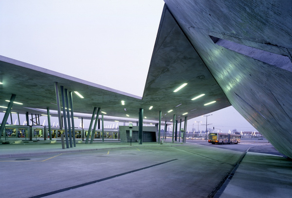 mobilier urbain / Zaha Hadid, Hoenheim, 2011