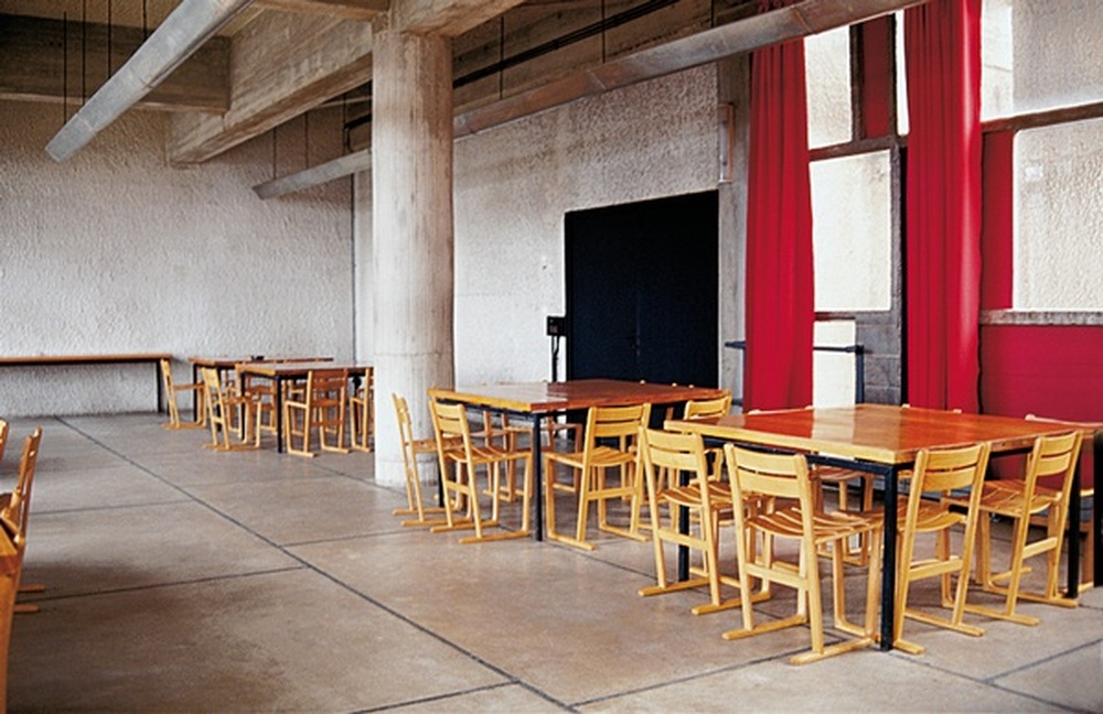 120 chaises pour réfectoire / Jasper Morisson, Sainte-Marie-de-la-Tourette, 2000
