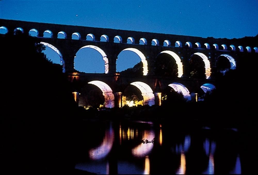 mise en lumière / James Turrell, Pont du Gard, 2000