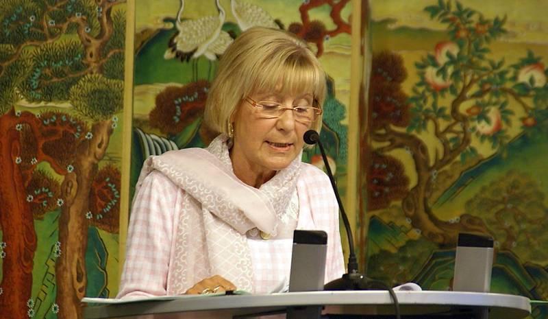 Sylvia Bräsel bei ihrem Vortrag