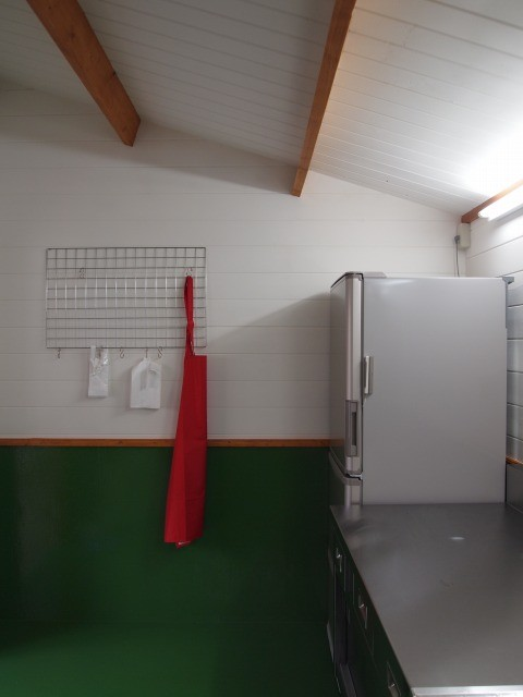 大型冷蔵庫完備。