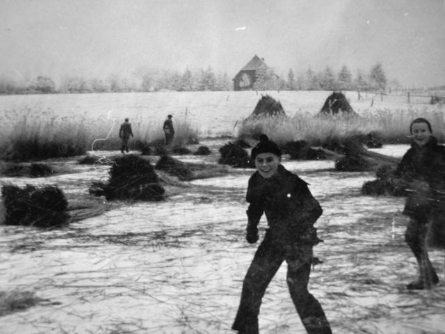 Im Winter auf dem Mühlenteich Rudolf Wieck und Ingo Deising