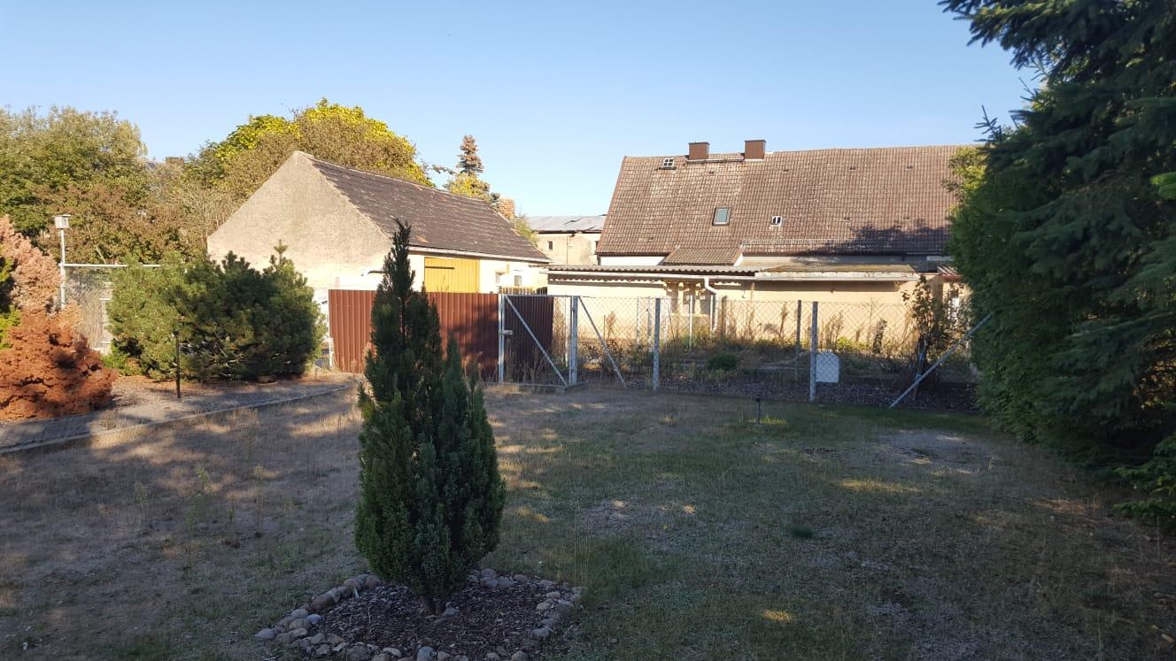 Ansicht aus dem Garten zu den Nebengebäuden
