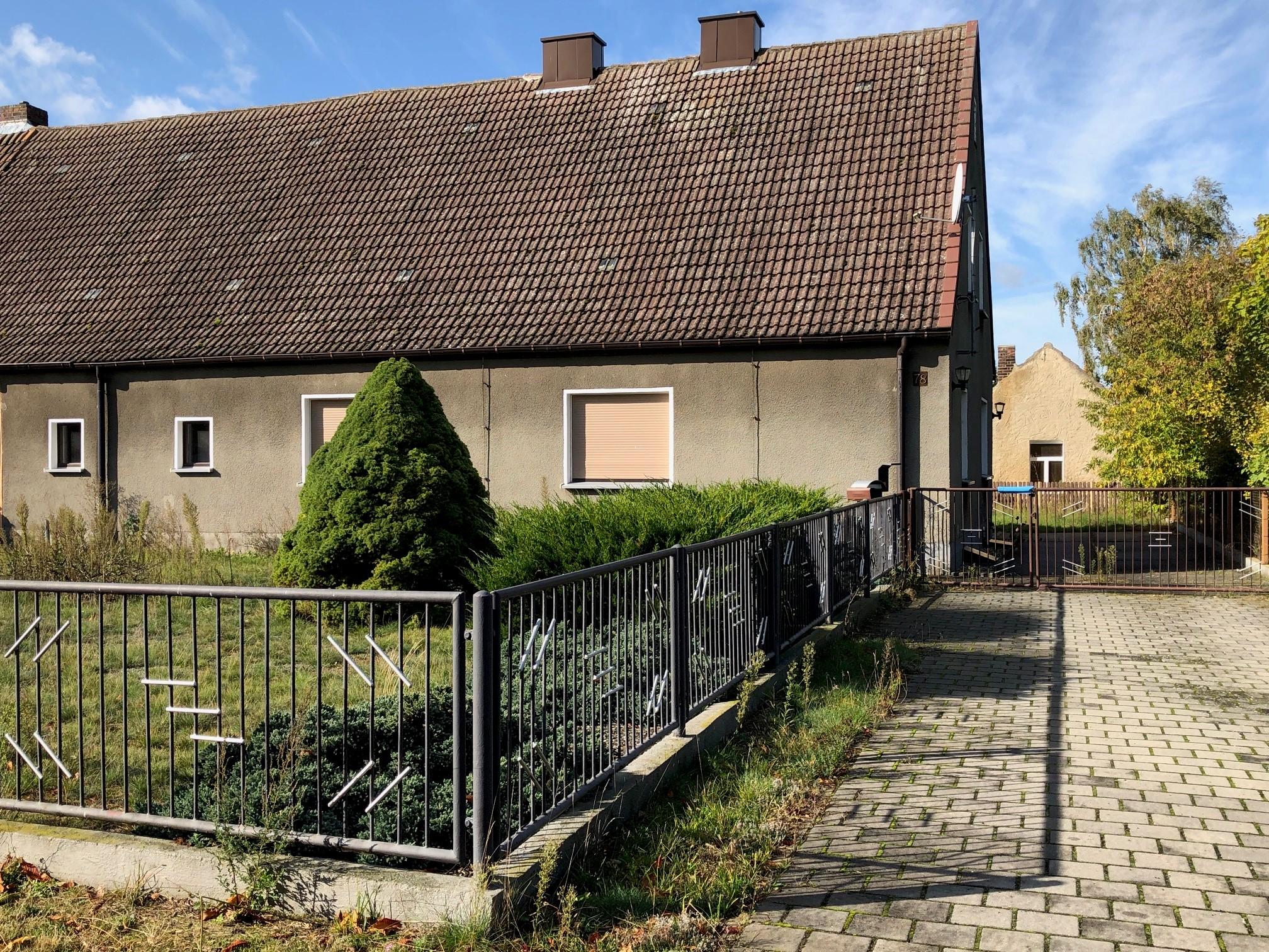 Doppelhaushälfte Strassenansicht