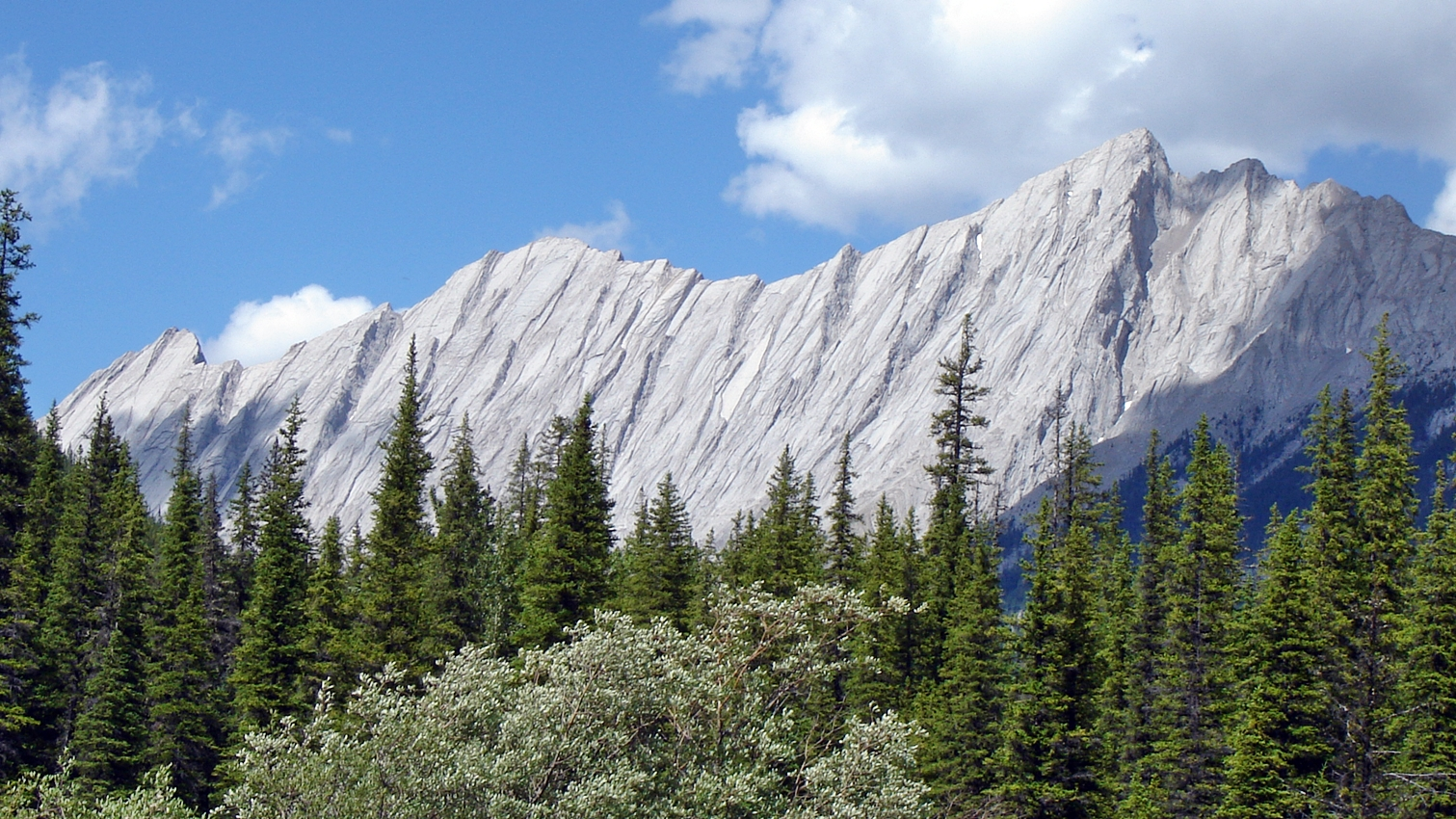 interessan geformte Bergflanken