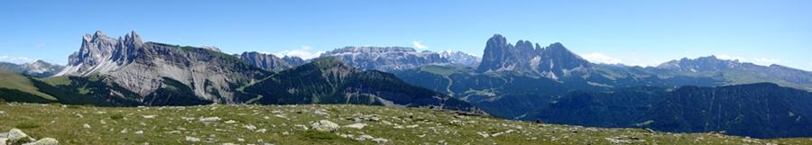 Panorama auf dem Hochplateau Plan de Corda oberhalb Raschöz
