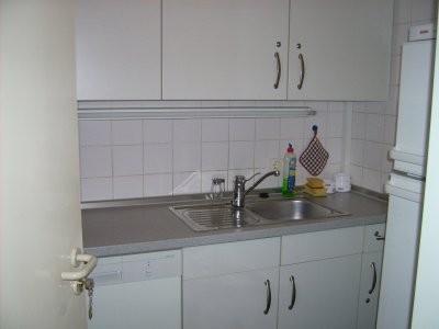 Teeküche mit Kaffeeautomat, Wasserkocher und Kühlschrank