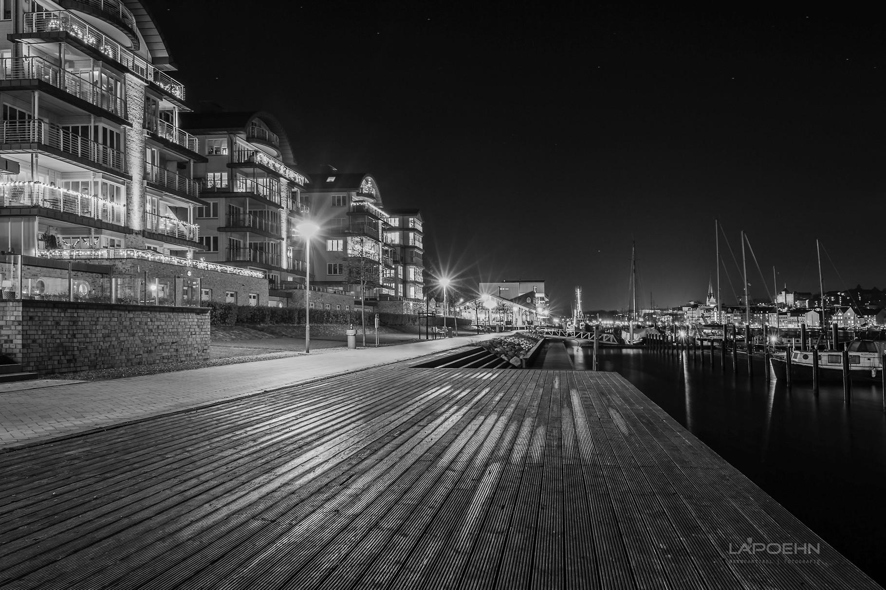 Foto von Stadt und Land (hier Hafenbereich Flensburg).
