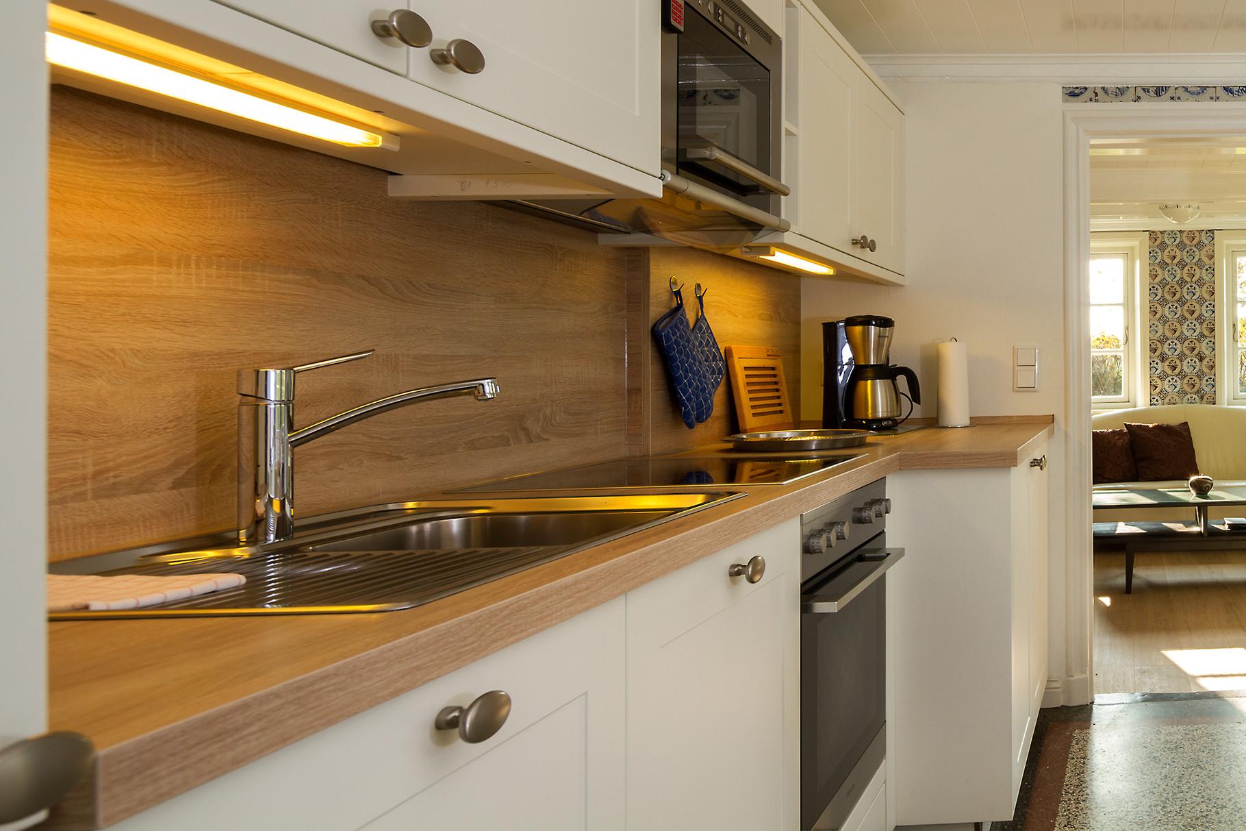 Kochbereich in einer Ferienwohnung.