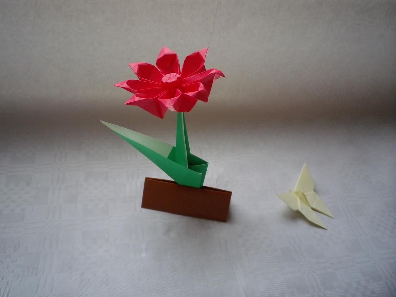 Blume von Makoto Yamaguchi, Schmetterling von Akira Yoshizawa