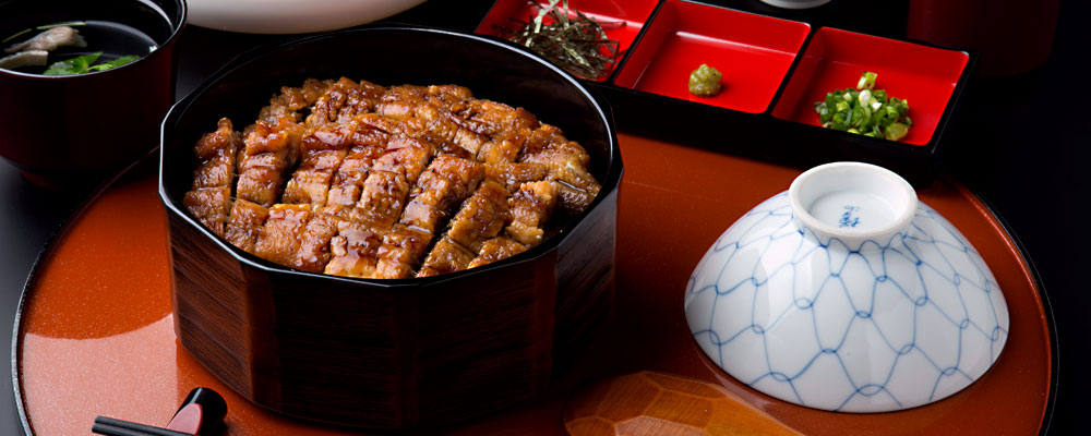 鰻のたれは秘伝のかくし味。松坂牛のとろける肉の柔らかさと甘さは絶品。