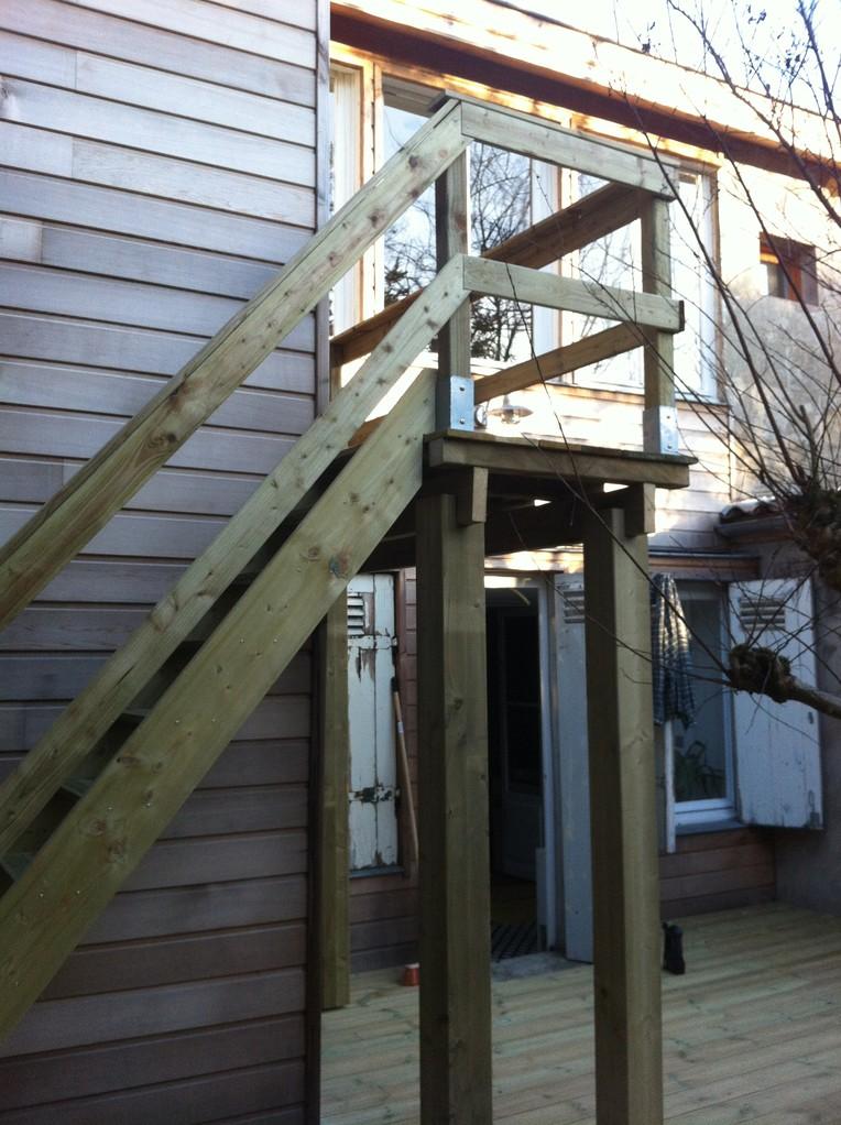 Terrasse balcon escalier bordeaux happy home 33 for Terrasse escalier