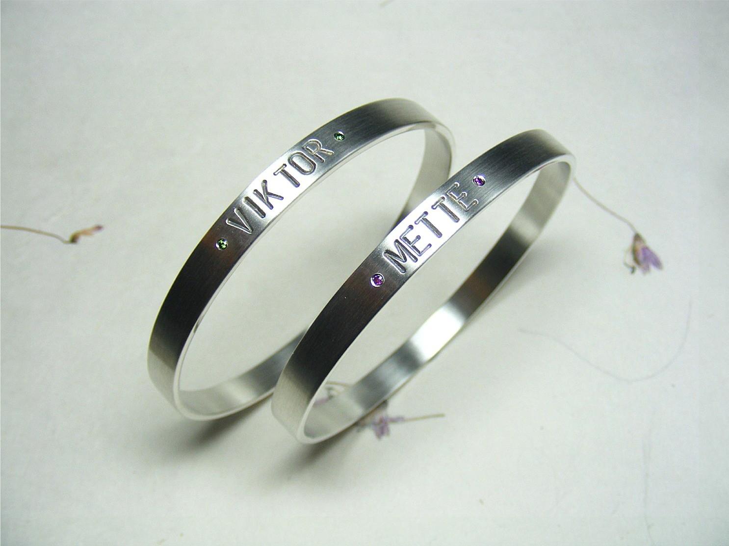 armbandenset, zilver en groene en paarse diamanten