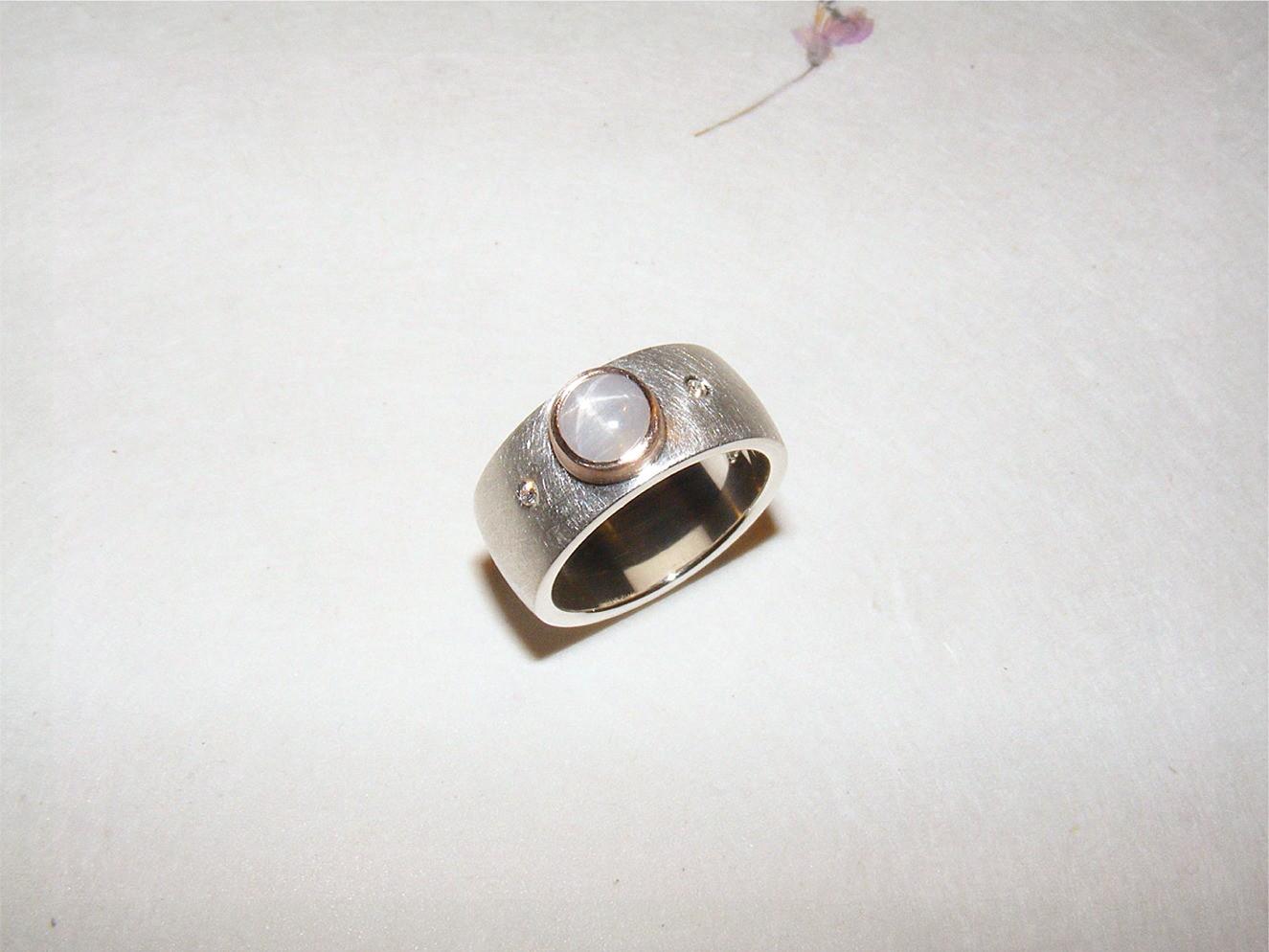 zilver, 14kt roségoud, witte sterkorund en diamanten