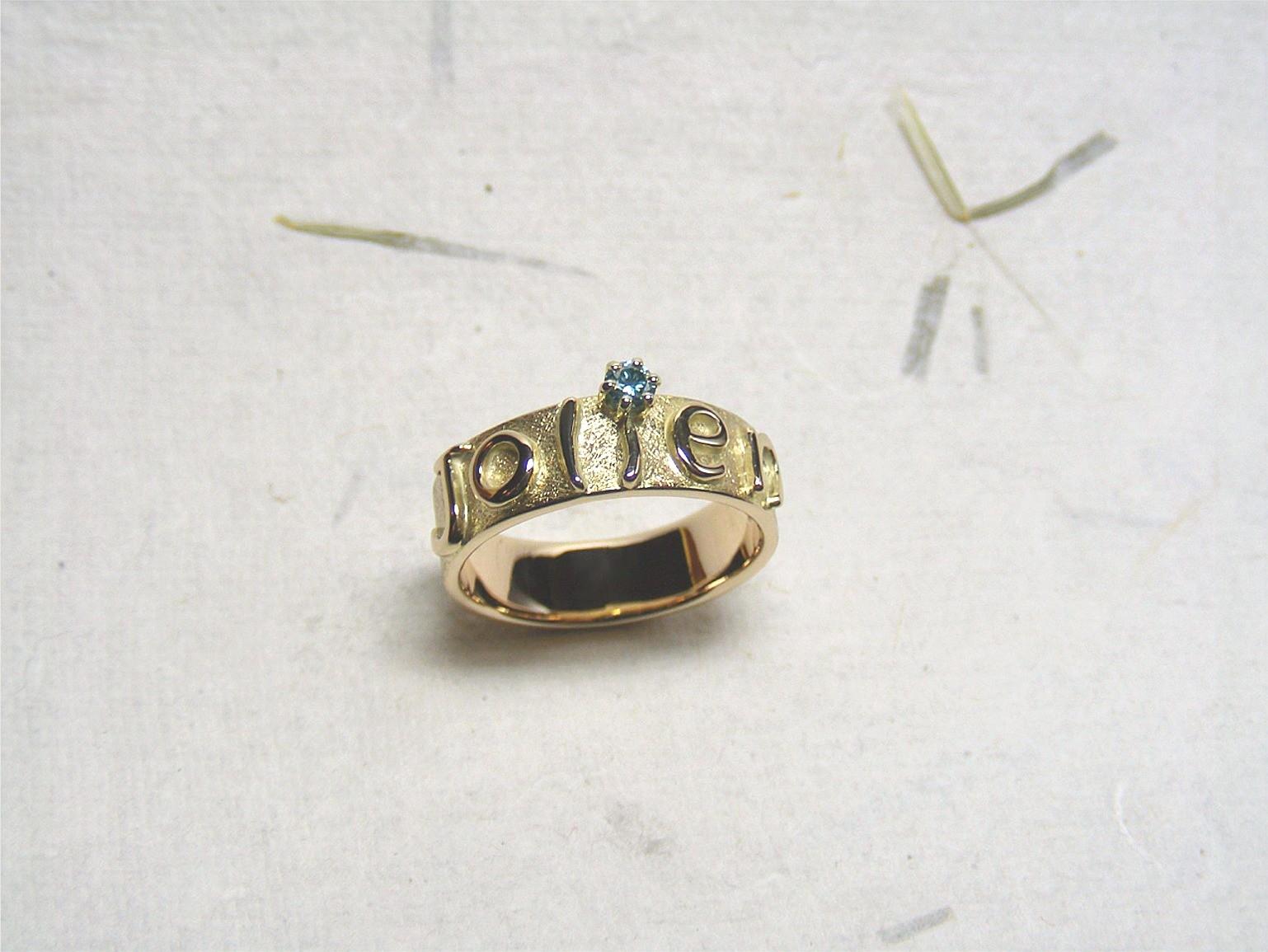 hergebruikt 14kt geelgoud en blauwe diamant