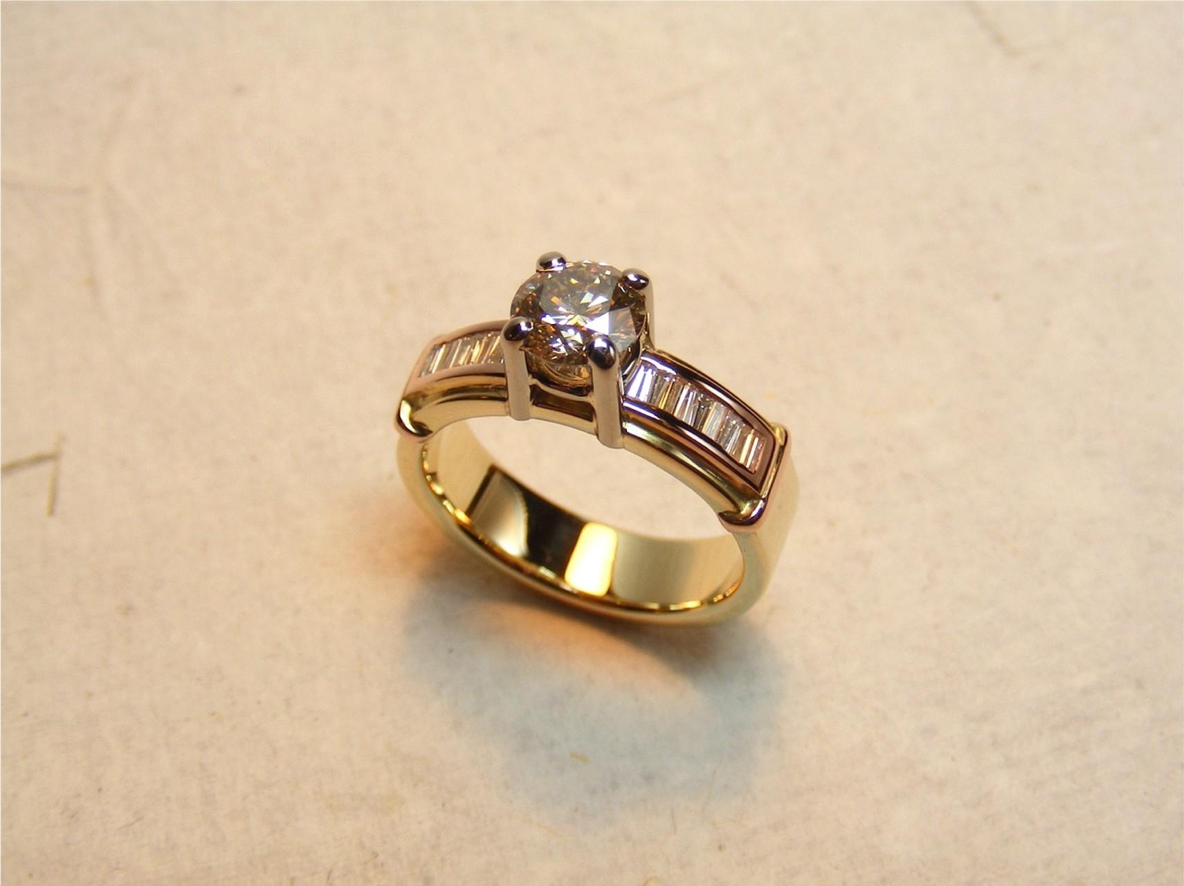 14kt geel-, wit- en  roodgoud en diamanten