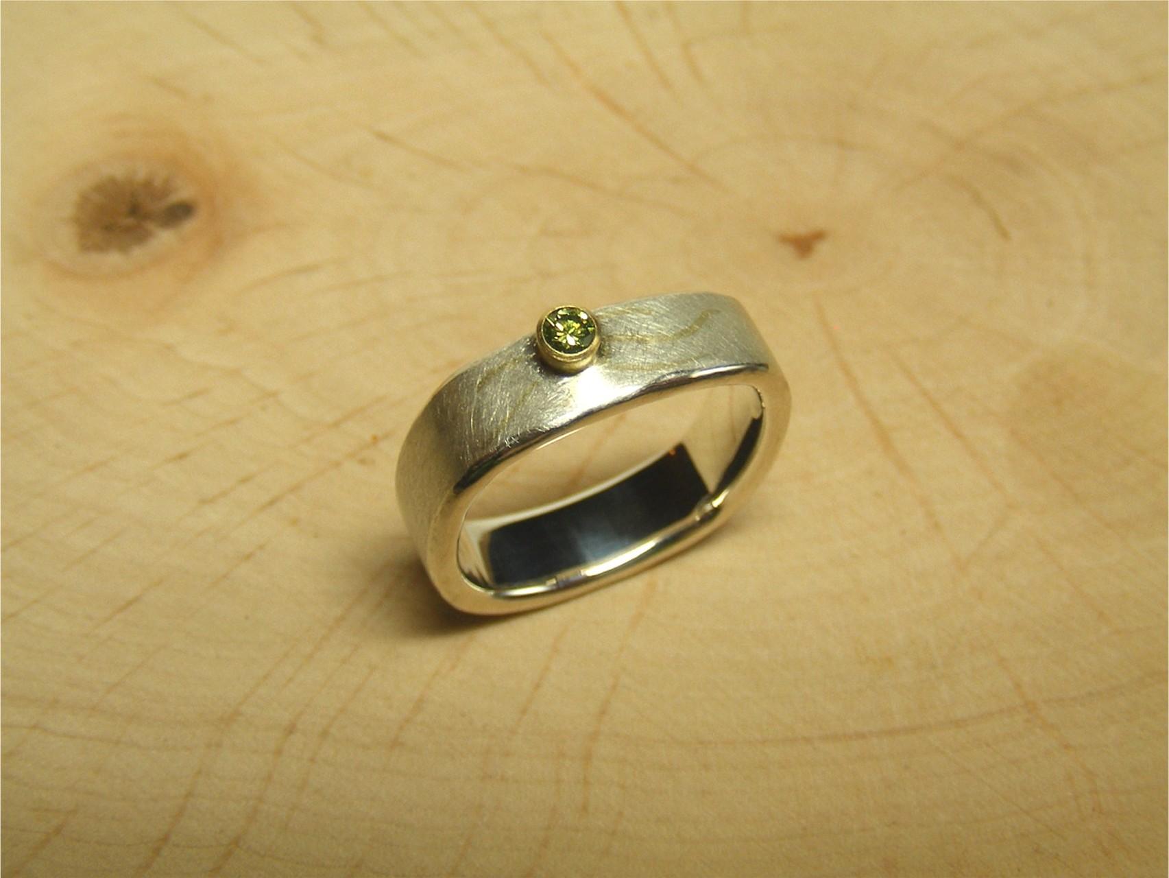 zilver, 18kt geelgoud en groene diamant VERKOCHT