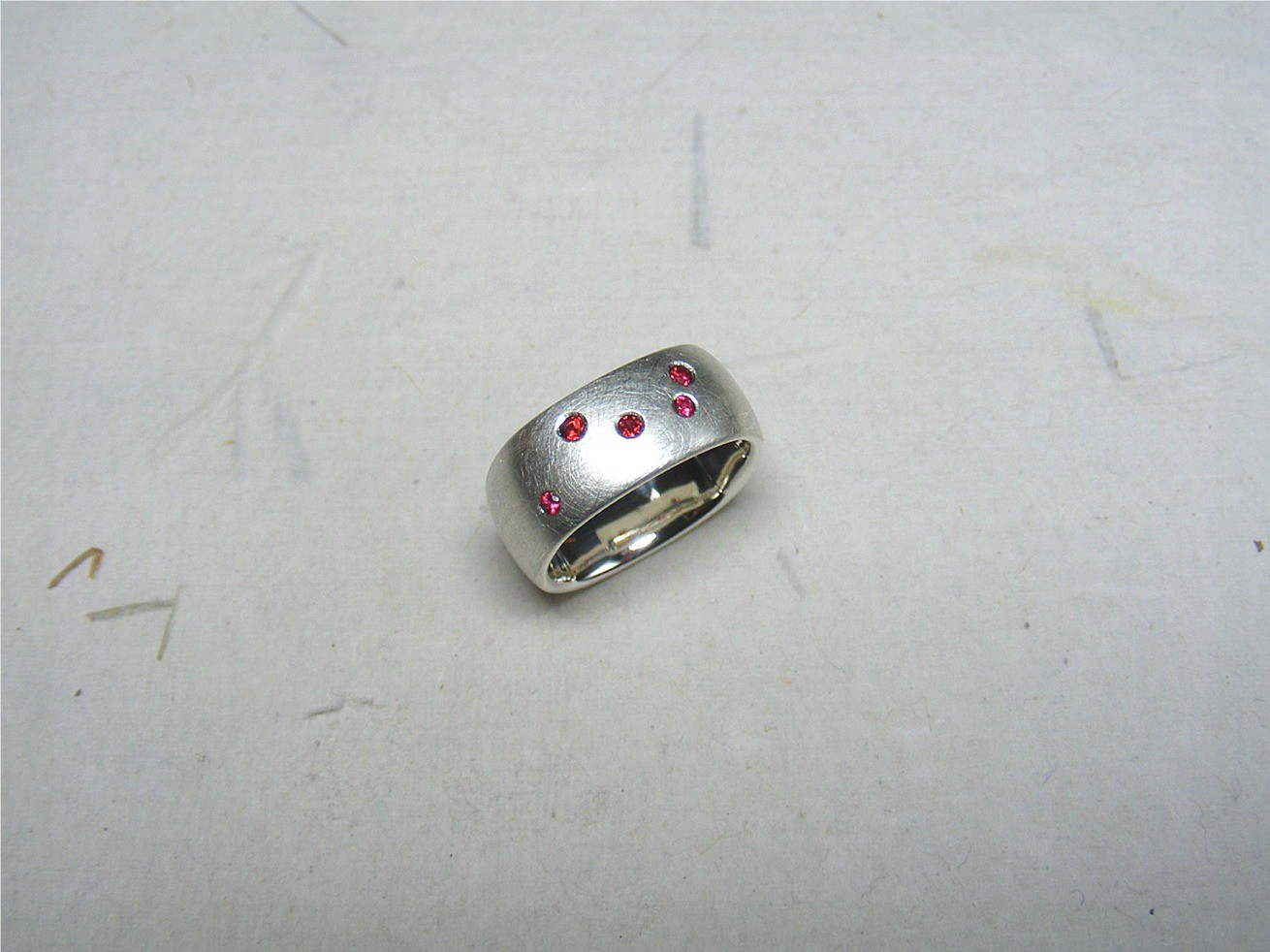zilver en rode spinellen €245, te koop