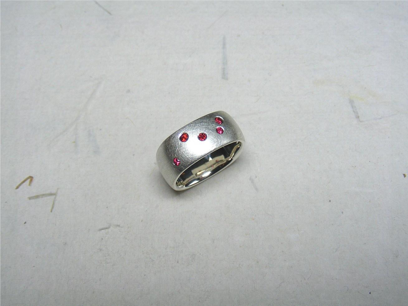 zilver en rode spinellen €245