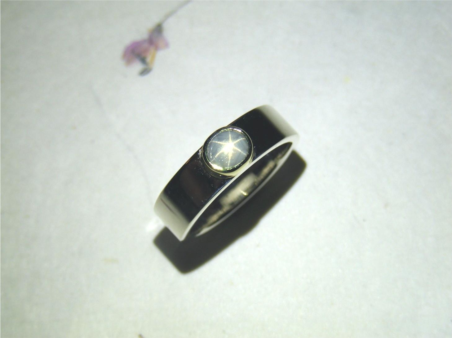 zilver, 14kt geelgoud en lichtgrijze sterkorund