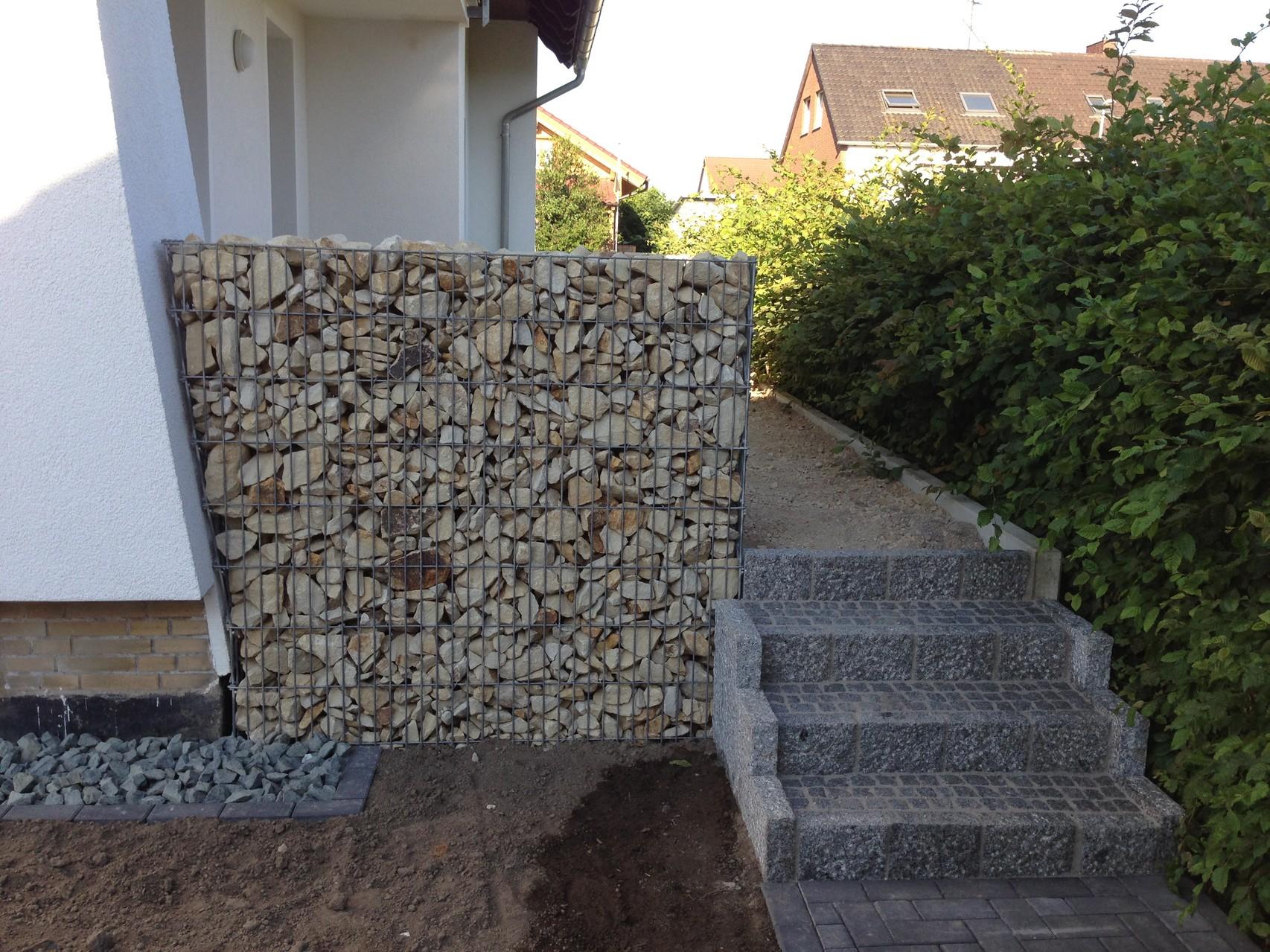 Errichtung von Sichtschutz-Garbionen .. Gleichzeitig als Terrasseneinfassung