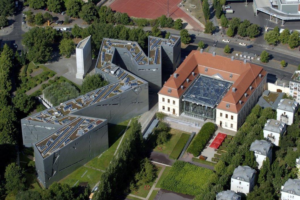 Luftaufnahme mit Altbau und Libeskind-Bau. © Jüdisches Museum Berlin / Foto: Günter Schneider